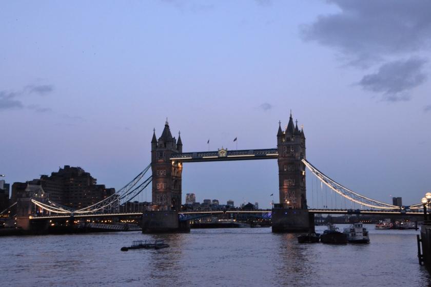 Londres. Tower Bridge. La Nantaise à Paris (1)